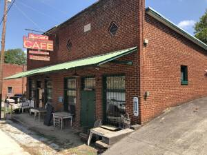 "Absolute Online Auction ""Jacque's Whistle Stop Cafe"""