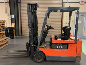 Toyota battery powered sit-down lift - 18ft. Mast up/down tilt and side to side shift - 14,306 hours - 3,000 lbs. lift capacity