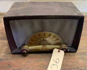 TrueTone antique radio: as-is (cord snipped)
