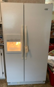 Whirlpool refrigerator and freezer (working) 2015 model