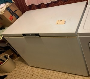 GE manual defrost freezer w/ several organizational baskets - working