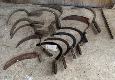 Lot of 12 sickles, extra blade