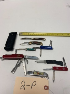 6 small pocket knives, 1 swiss army pocket knife, 1 box cutter