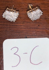 2.7g total weight - 10k yellow gold ear studs diamond clusters