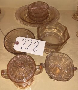 8 pcs. depression glass serviceware