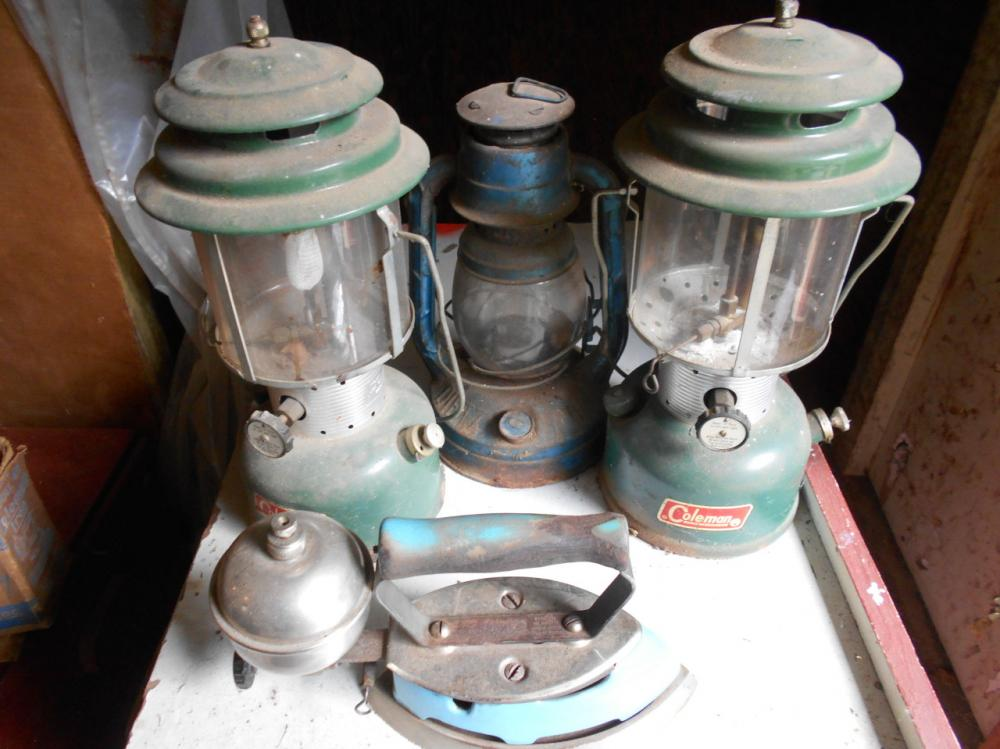 3 Coleman lanterns - Little Wizzard, Dietz kerosene lantern, model